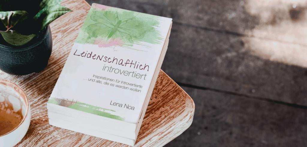"""Buch """"Leidenschaftlich introvertiert"""" von Lena Noa"""